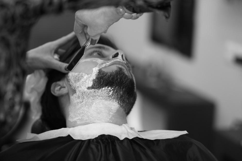Оформление бороды и усов опасной бритвой Санкт-Петербург